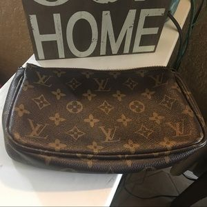 Cute LV purse!